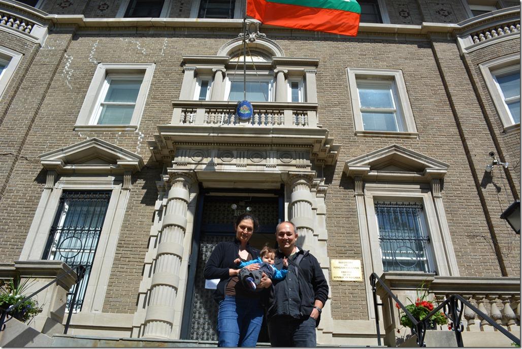Избори 2013 - Аз, Ани и Стиви пред Българското посолство във Вашингтон  САЩ.